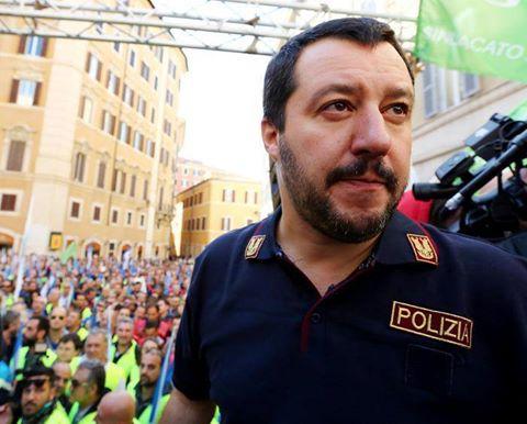 Salvini, un travestito senza storia e senza identità.